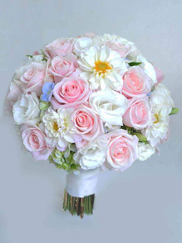 Ket-hoa-cuoi-15 Kết hoa cưới cầm tay cô dâu