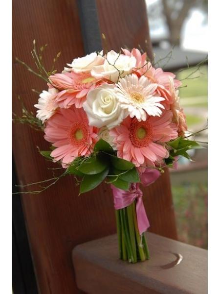 Ket-hoa-cuoi-16 Kết hoa cưới cầm tay cô dâu