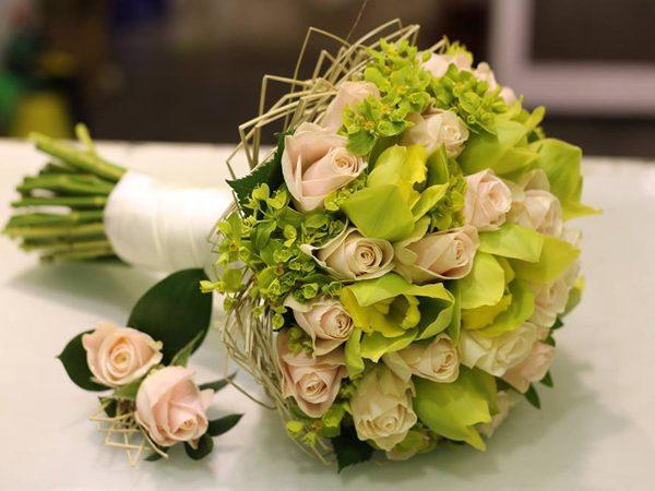 Ket-hoa-cuoi-21 Kết hoa cưới cầm tay cô dâu