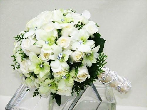 Ket-hoa-cuoi-22 Kết hoa cưới cầm tay cô dâu