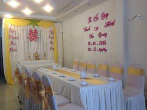 Trang-tri-nha-cuoi-gia-re-03-300x225 Dịch vụ trang trí nhà cưới hỏi trọn gói