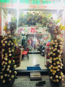 thue-cong-hoa-cuoi-04-225x300 Dịch vụ Trang trí Cổng hoa Cưới Hỏi