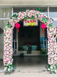 thue-cong-hoa-cuoi-05-225x300 Dịch vụ Trang trí Cổng hoa Cưới Hỏi