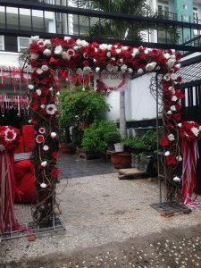 thue-cong-hoa-cuoi-13-225x300 Dịch vụ Trang trí Cổng hoa Cưới Hỏi