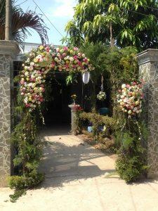 thue-cong-hoa-cuoi-15-225x300 Dịch vụ Trang trí Cổng hoa Cưới Hỏi
