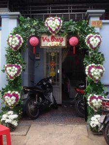thue-cong-hoa-cuoi-16-225x300 Dịch vụ Trang trí Cổng hoa Cưới Hỏi
