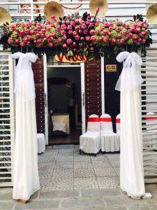 thue-cong-hoa-cuoi-18-225x300 Dịch vụ Trang trí Cổng hoa Cưới Hỏi