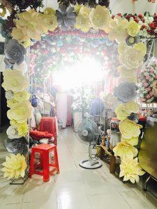 thue-cong-hoa-cuoi-20-225x300 Dịch vụ Trang trí Cổng hoa Cưới Hỏi